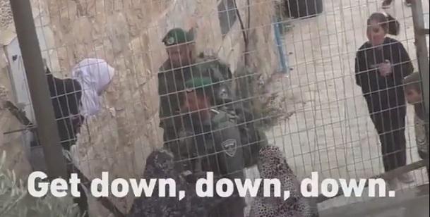 Okul'dan eve dönemeyen filistinli çocuklar,israil askerleri yolları kapatmış